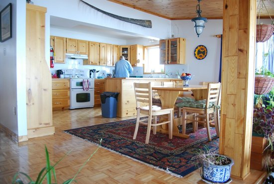 Accommodations By The Sea: Well-appointed kitchen facilities