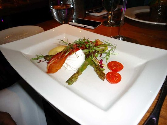 Scotts at Largs: Asparagus with hollandaise and a poached egg