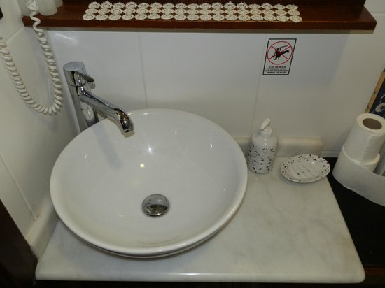 Ada Hotel Istanbul: Modern Wash Basin & Toiletries