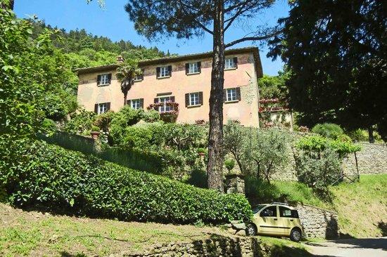 """Cortona, Italia: Villa Bramasole, and our car """"Limoncello"""""""