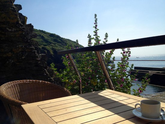 The Lugger Hotel: Coffee on the terrace
