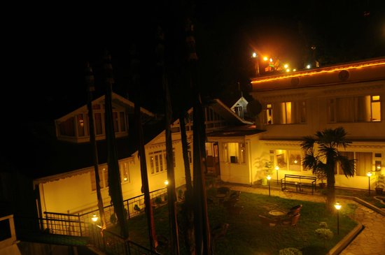Little Tibet Resort: the backyard at night