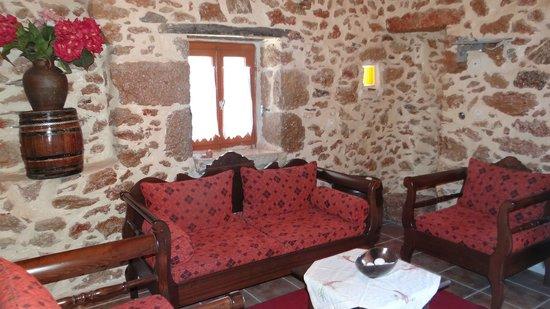 Akrotainaritis : The sitting room