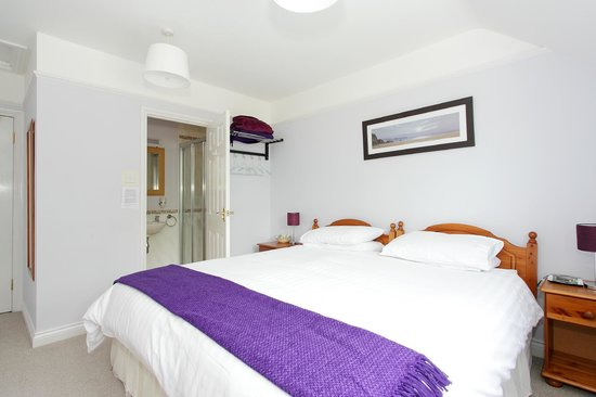 Eversley Guest House: Superking size bed