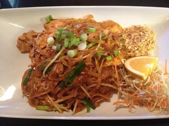 Basil Leaf: chicken Pad Thai