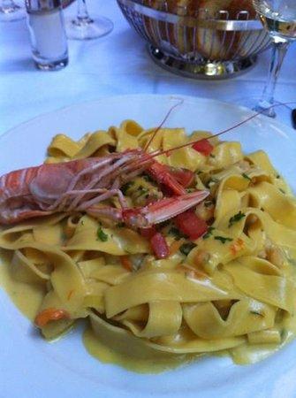 Osteria l'Angolo del Silenzio: pasta fresca con marisco y flor de calabacin