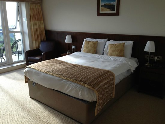 Strandhill Lodge and Suites Hotel: Room 206 Bed