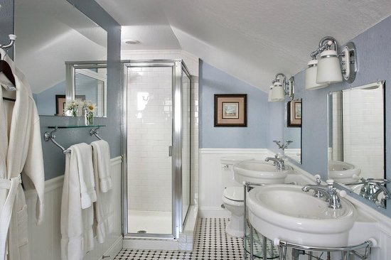 The Craftsman Inn: Spacious Private Bathrooms