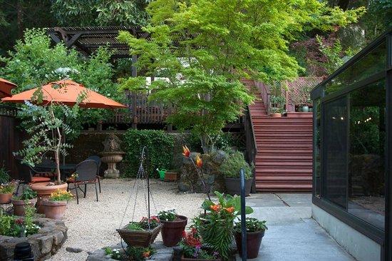 Wine Way Inn: Unwind on our beautiful patio