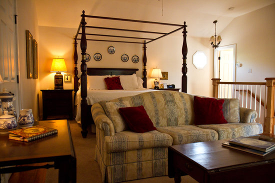 Blue Willow Bed and Breakfast: The Orleans Bedroom