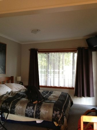 Templenoe Cottages: King size bed