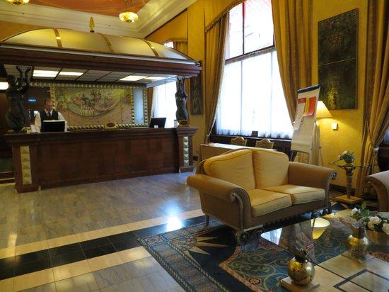 Art Deco Hotel Imperial: Front Desk