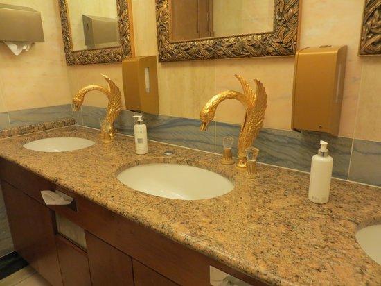 Art Deco Hotel Imperial: Lobby Sink