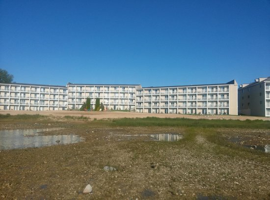 Breakers Resort - Lakeside: Back of hotel