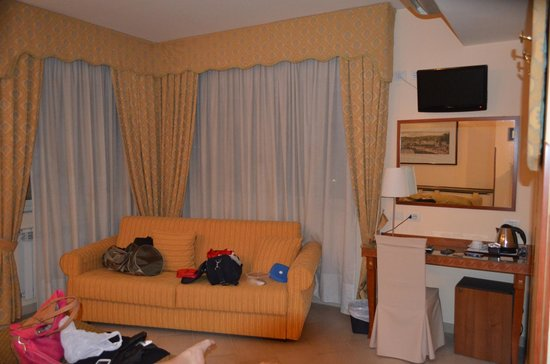 Hotel San Paolo : ampia camera matrimoniale