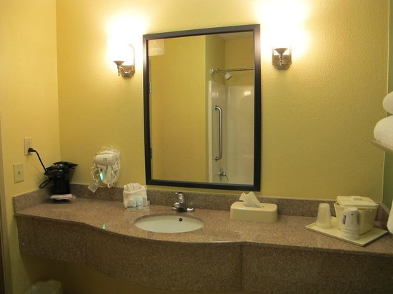 Sleep Inn & Suites: Guest Bathroom