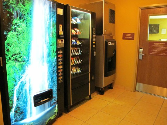 Holiday Inn Express & Suites Fleming Island: Vending Area