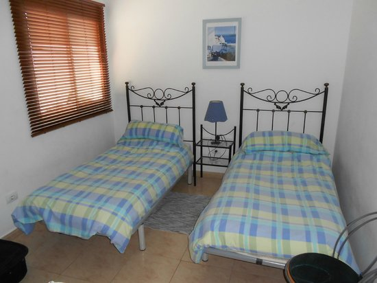 Filin Apartments: Twin room Adequate wardrobe and drawers too