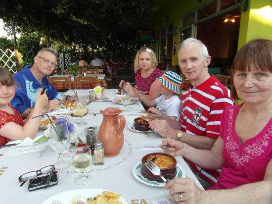 Zorba's Family Restaurant : waiting for our lovely meal