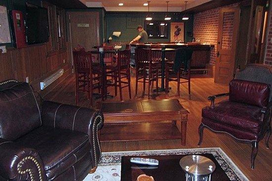 Patterson Inn: Basement pub