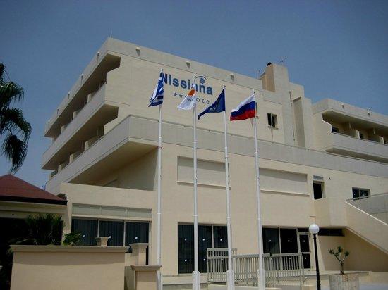 Nissiana Hotel & Bungalows: Основное здание отеля
