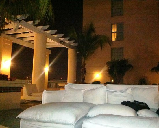Hotel Colonnade Coral Gables, a Tribute Portfolio Hotel: Pretty lounging space on the roof near the pool