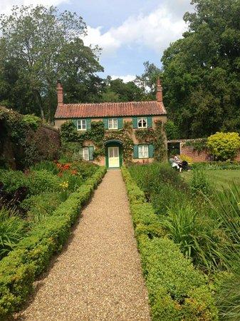 Hoveton Hall Gardens: Spider gardens