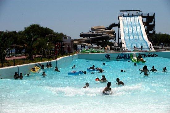 Aqua Tropic: piscina de olas
