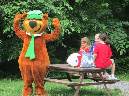 Yogi Bear's Jellystone Park Camp-Resort  Hagerstown: Yogi Bear WIth Guests