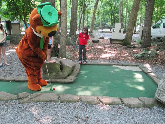 Yogi Bear's Jellystone Park Camp-Resort  Hagerstown: Yogi Playing Mini Golf