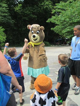 Yogi Bear's Jellystone Park Camp-Resort  Hagerstown: Cindy Bear™ With Guests