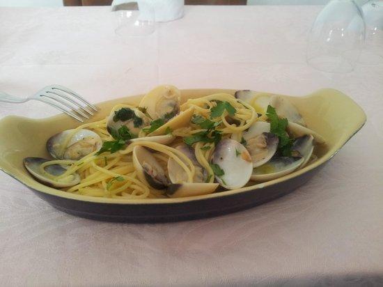 Bar Restaurant Gallo : spaghetti con le vongole una specialità del Ristorante Gallo