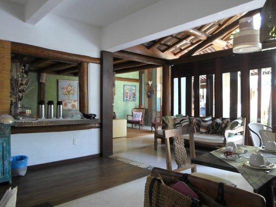 Pousada Rosa dos Ventos: hall de entrada e salão do café/chá