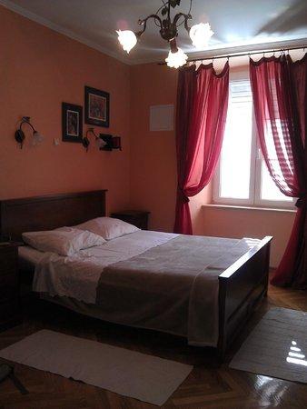 Amoret Apartments : Bedroom