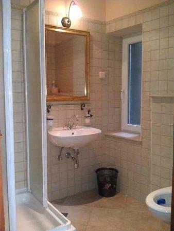 Amoret Apartments : Bathroom 2