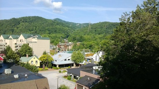 Quality Inn Creekside: Gatlinburg from front of elevator