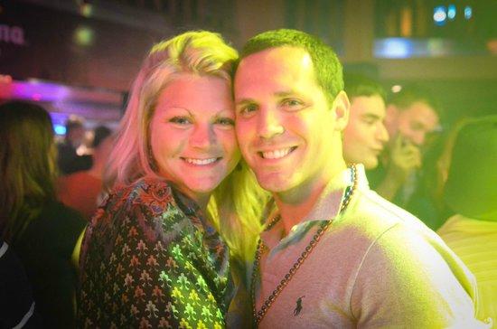 San Diego Pub Crawler: Couples night out.