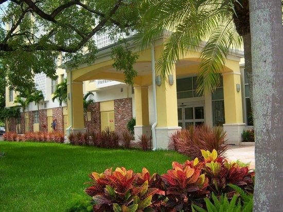 Courtyard Miami Coral Gables: Courtyard Marriott Coral Gables Porte Cochere