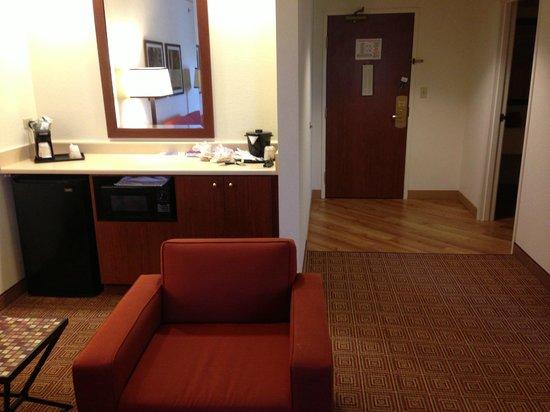 La Quinta Inn & Suites Bannockburn-Deerfield : King Jacuzzi suite microwave/refrigerator