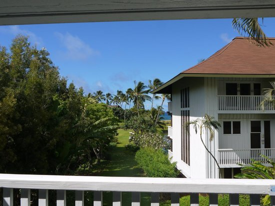 Kiahuna Plantation Resort: View from the balcony of our room (building 38)