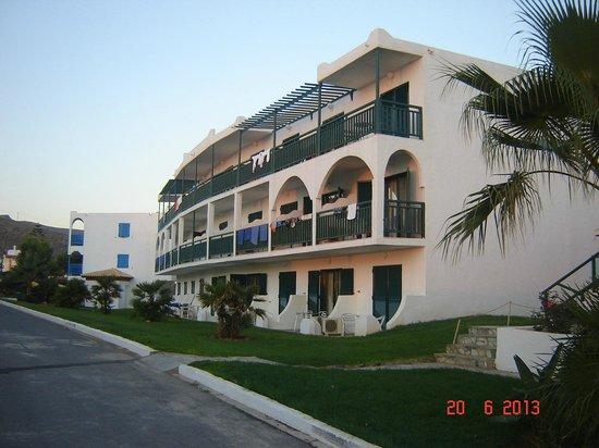 Mitsis Rinela Beach Resort & Spa: camere per le famiglie con bambini e strada per passeggini