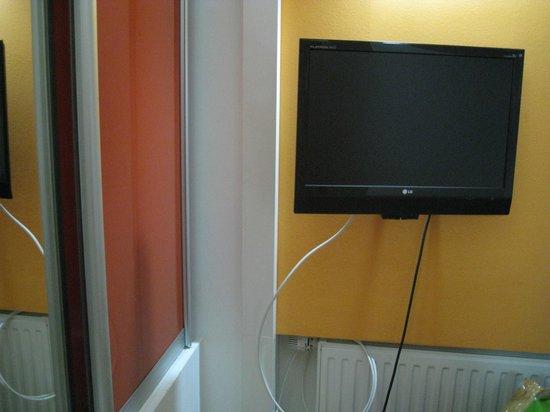 Hotel Boutique 36: TV