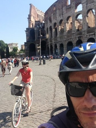 Italy Cruiser Bike Tours - Rome : leaving the collosseum on our tour.