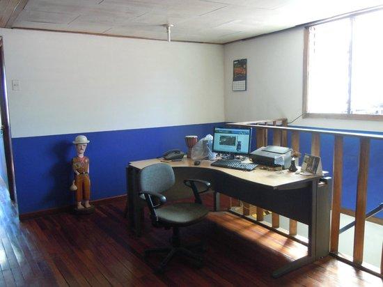 Costa Rica Airport Lodge: Computer desk