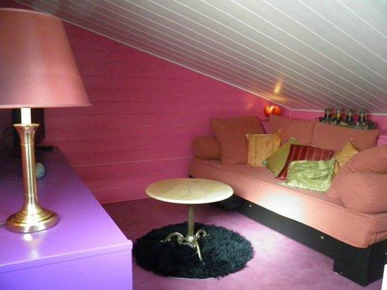 Au 10 d'Aygu - Chambres d'hôtes en ville : Salon en mezzanine - Chambre Hamilton