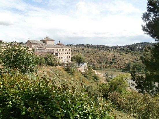 Museo del Greco : veduta dai giardini pubblici esterni al museo