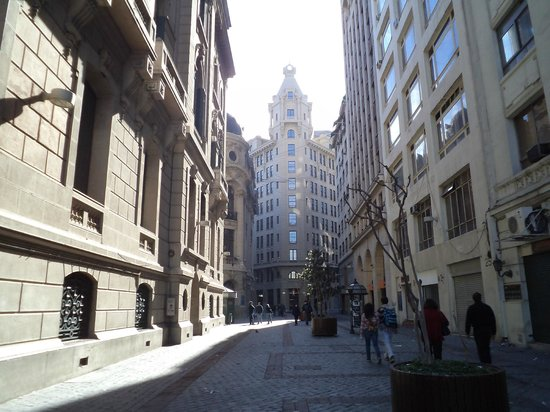 """Stock Exchange : Santiago de Chile, Edificio de la Bolsa de Comercio. Vista desde """"La Alameda""""."""