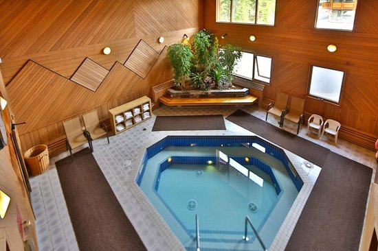 Mountaineer Lodge: Hot Tub & Steam Room