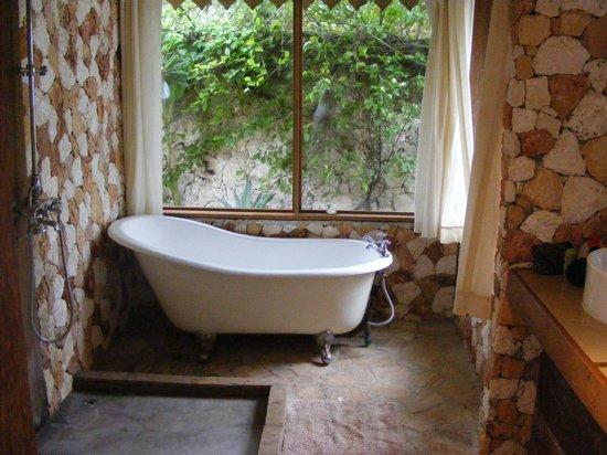 Seasons Lodge Zanzibar: bathroom