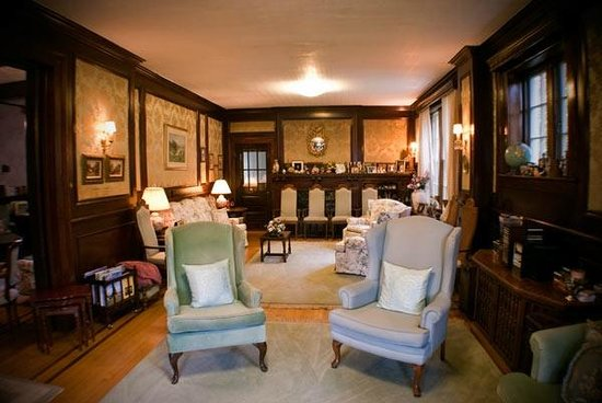 Green Gables Guest House : The Sitting Room